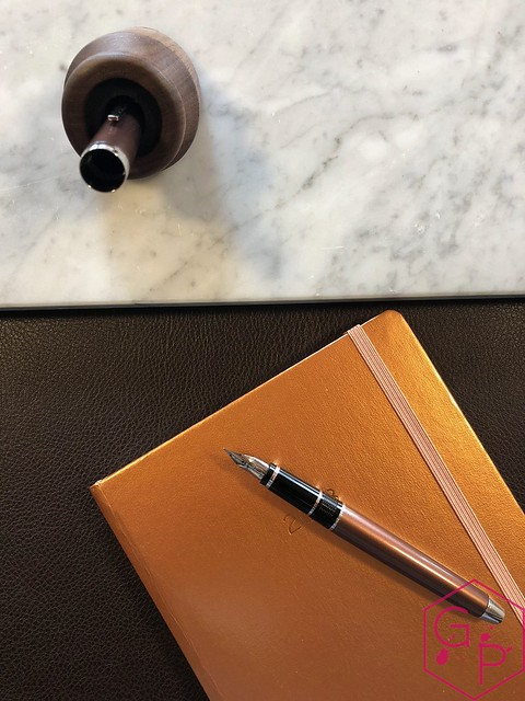 Review @PenwellCo Walnut Pen Desk Stand 7