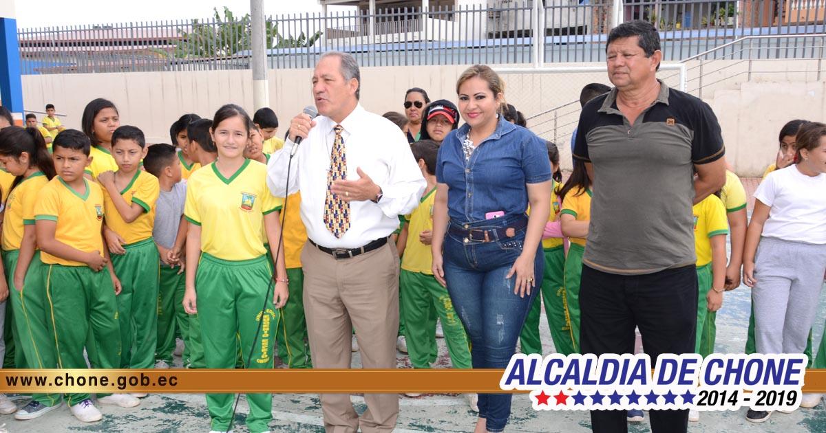 Alcaldía entrega implementos deportivos a la UE Eugenio Espejo