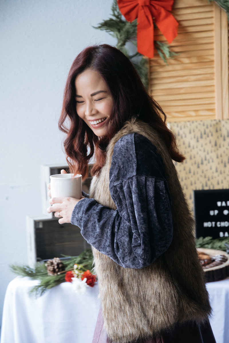 styleanthropy-portrait-mug-holiday-look-laughing