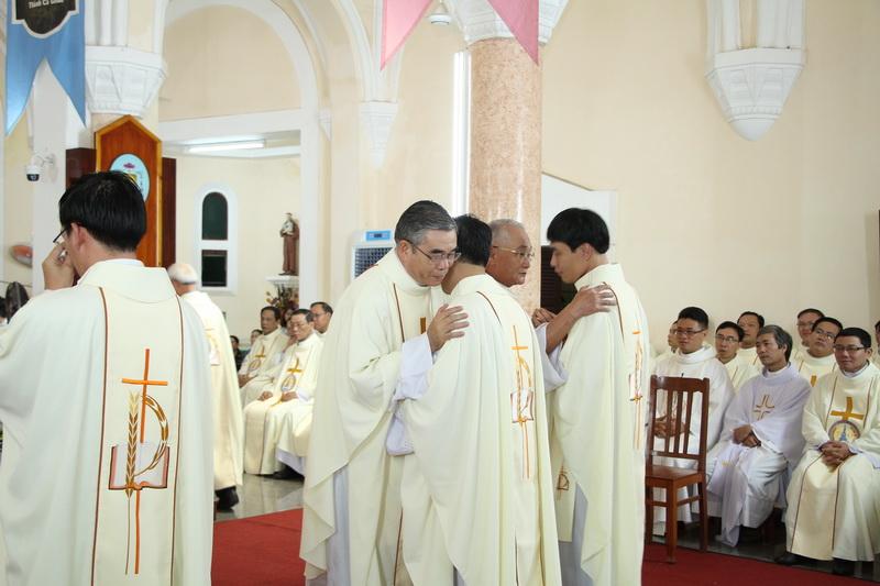 Thánh Lễ Truyền Chức Linh Mục Giáo Phận Qui Nhơn - Ảnh minh hoạ 110
