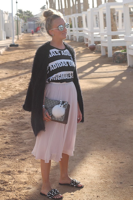 midi-skirt-whole-outfit-side-wiebkembg