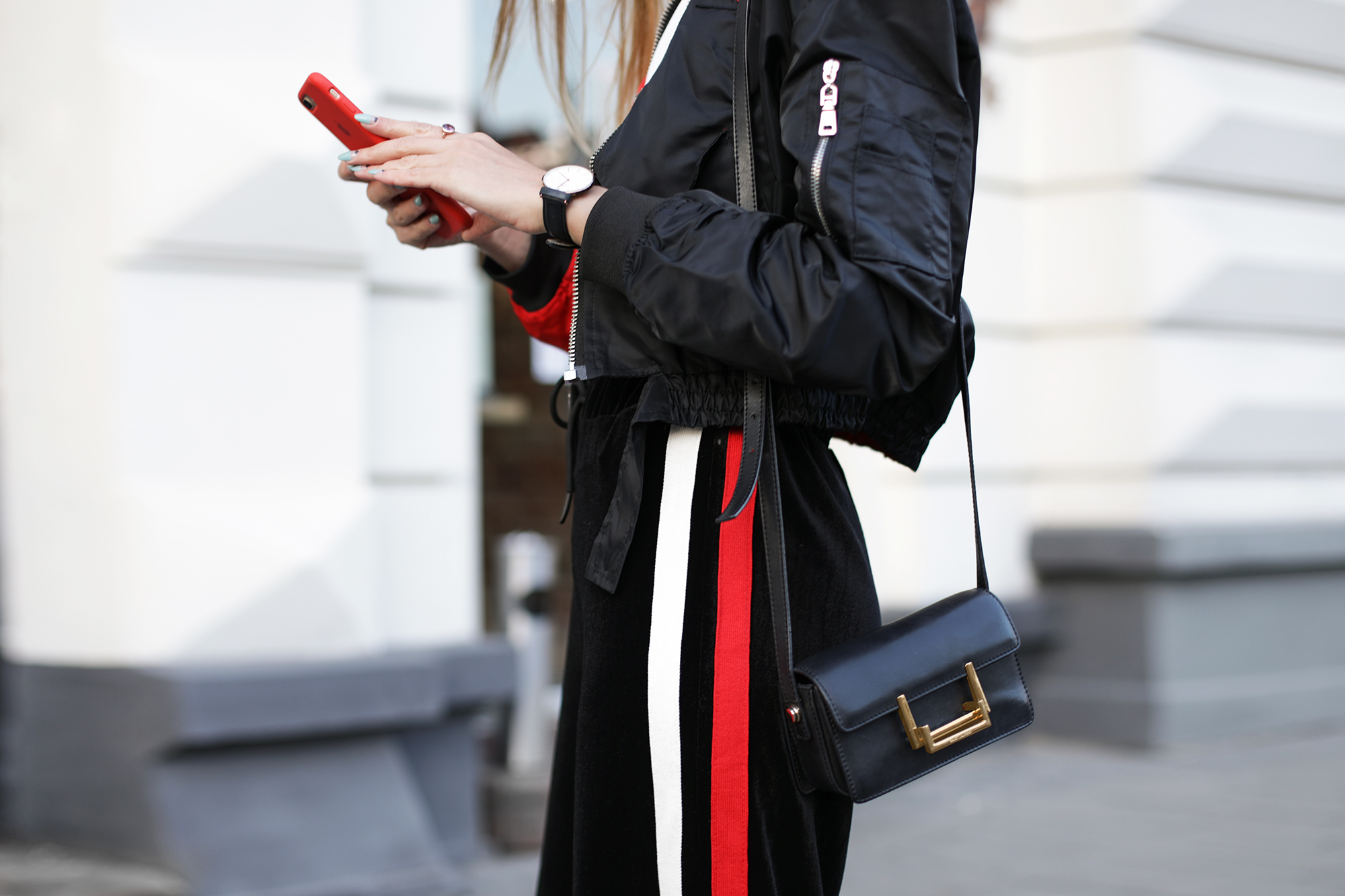 details-look-stret-style-black-and-red