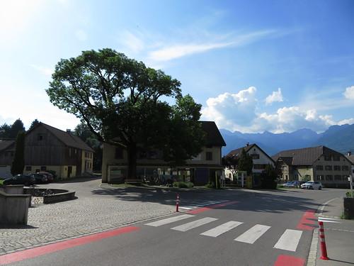 20170615 05 123 Jakobus Satteins Wolken Berge Baum Häuser