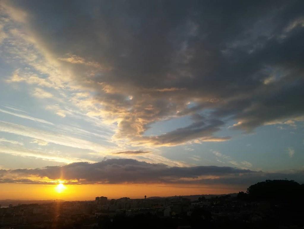 Así amanece la Navidad en Coruña. #phonephoto #nofilter #sinfiltros #sky #cielo #sunrisexmas #xmas #photography #sunrise