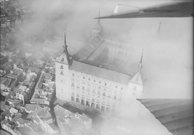 Vista aérea del Alcázar en 1922 por Luis Ramón Marín