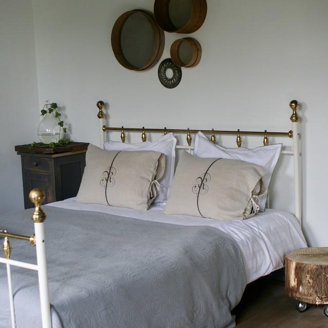 Ijzeren bed slaapkamer brocante