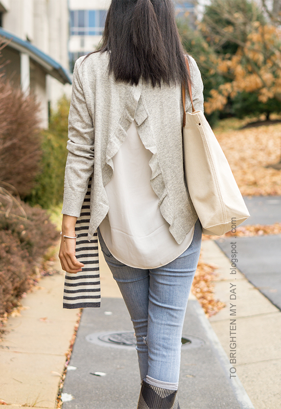 gray open back ruffled sweater, canvas tote, lightwash distressed skinny jeans, socks, checked rain boots, canvas tote