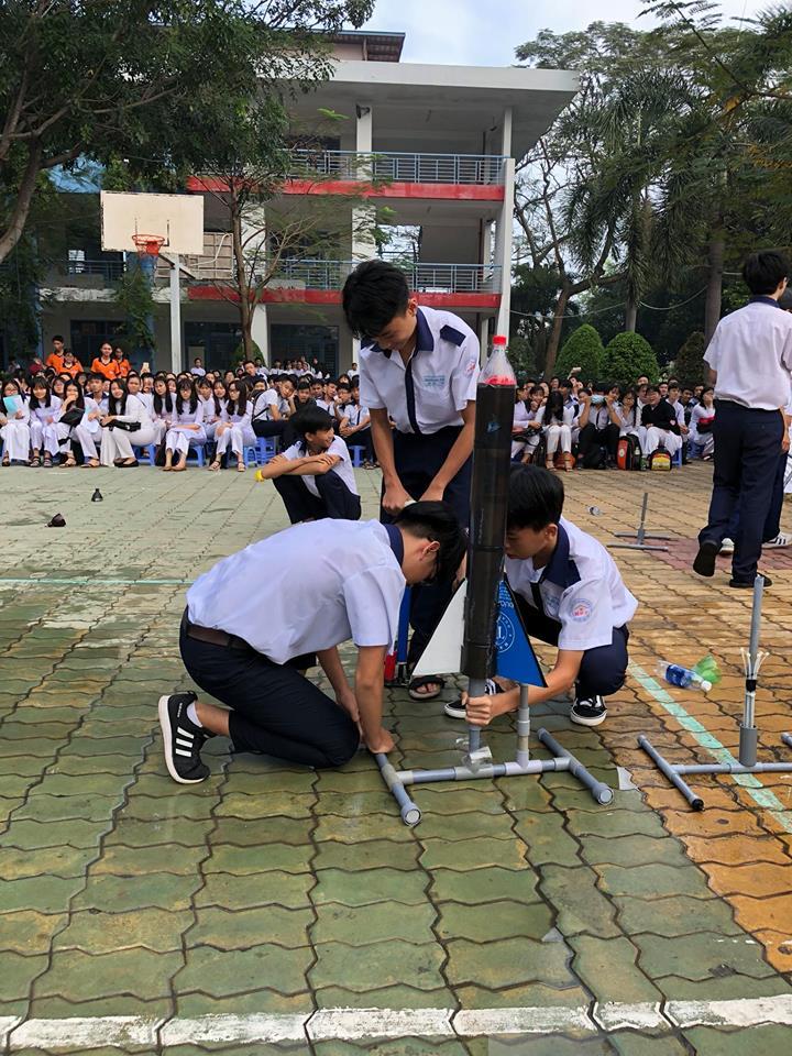 Hội thi bắn tên lửa nước và xe thế năng