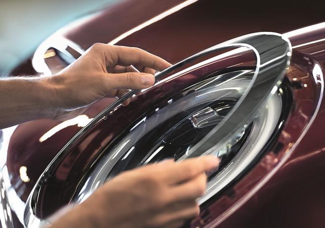 【新聞照片二】包含:底盤、煞車、燈光、空調、雨刷系統、電瓶效能,與輪胎胎面、胎壓(含備胎)、胎紋深度7大項目檢測