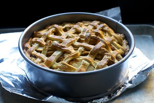 dutch apple pie / hollandse appeltaart cooling