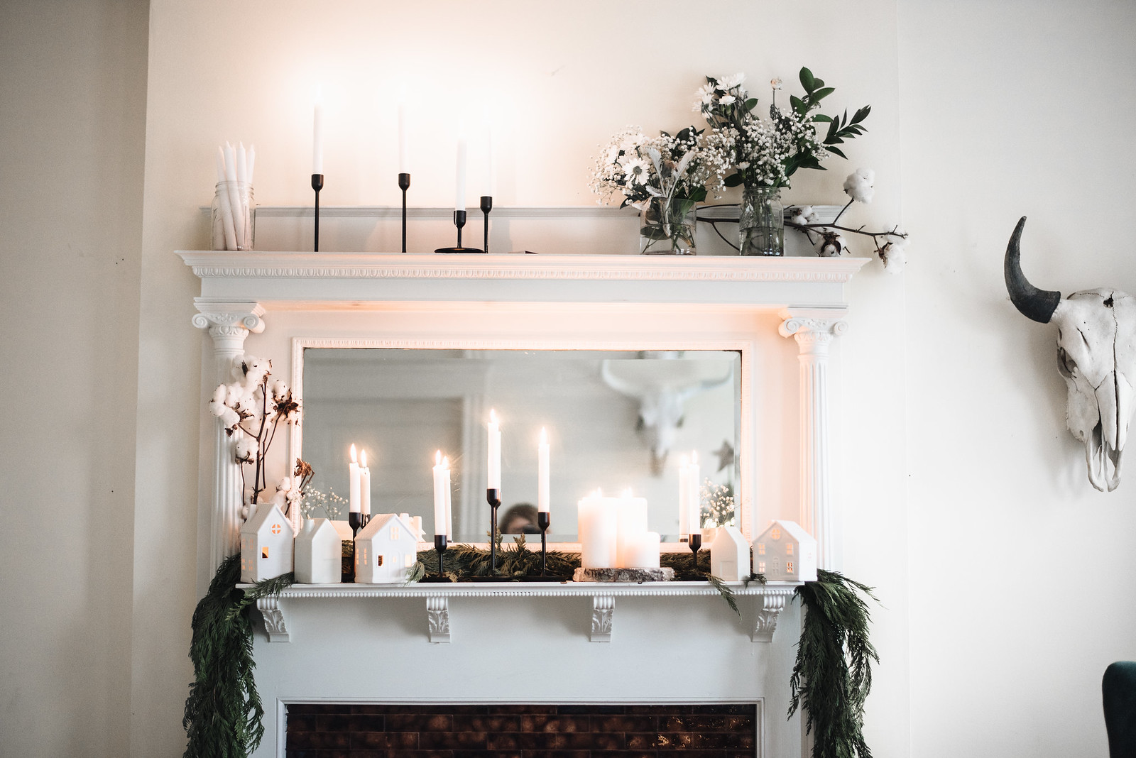 Minimal Boho Christmas Mantle on juliettelaura.blogspot.com
