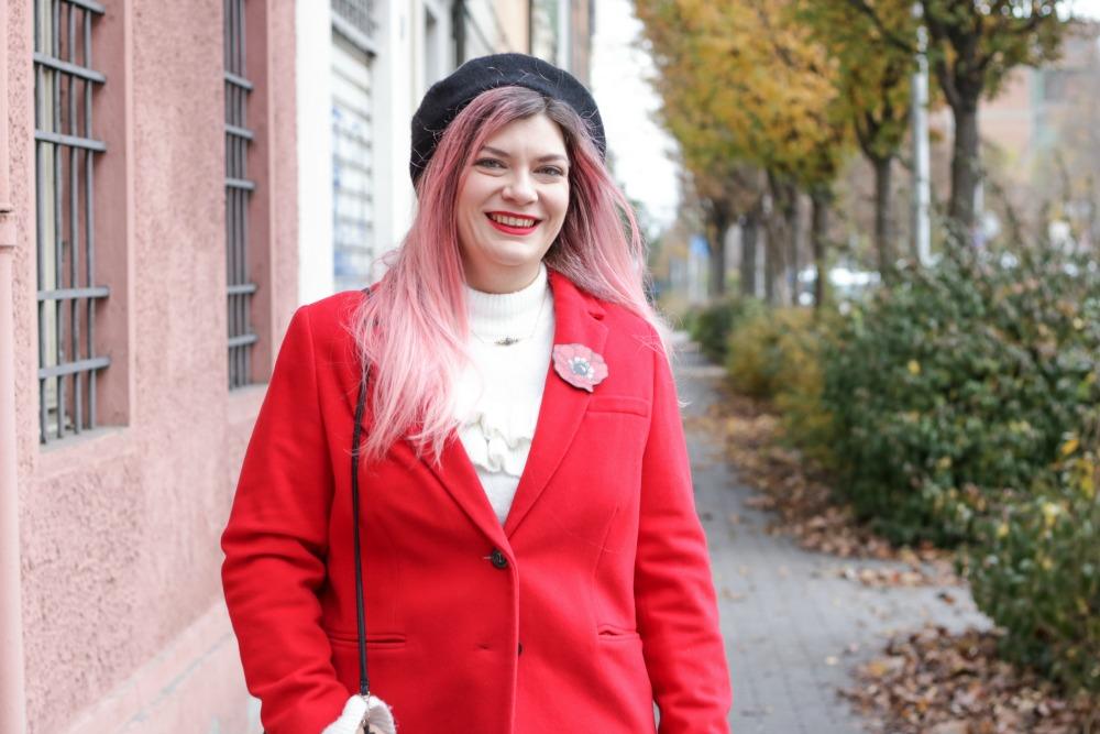 Outfit plus size rosso bianco e nero, maglione con balze e gonna ricamata (5)