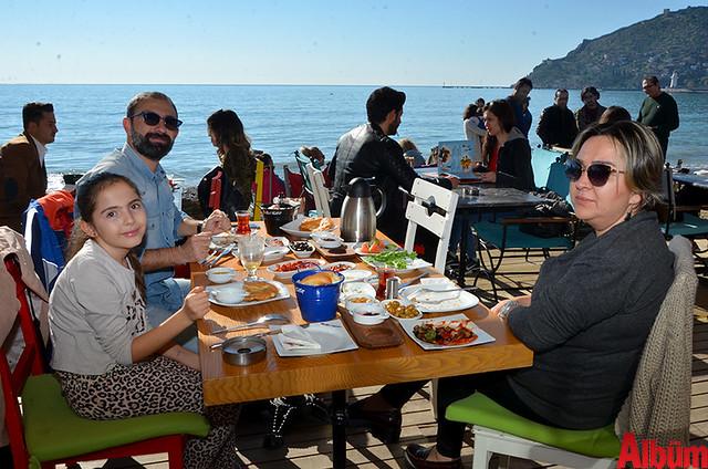 Zeynep Haznedar, Atilla Haznedar, Gül Haznedar