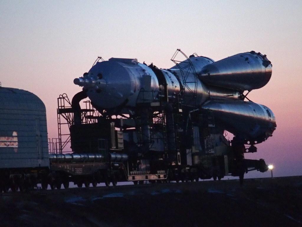 射点に向かうソユーズロケット