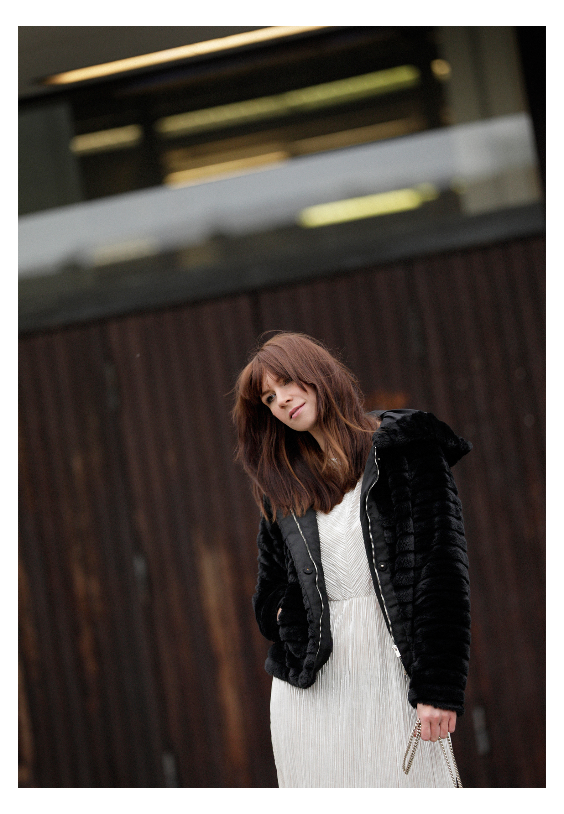 winter christmas new year's eve look outfit styling fake fur glitter glam minimal black and white gucci ootd fashionblogger dusseldorf germany catsanddogsblog ricarda schernus max bechmann fotografie film 5