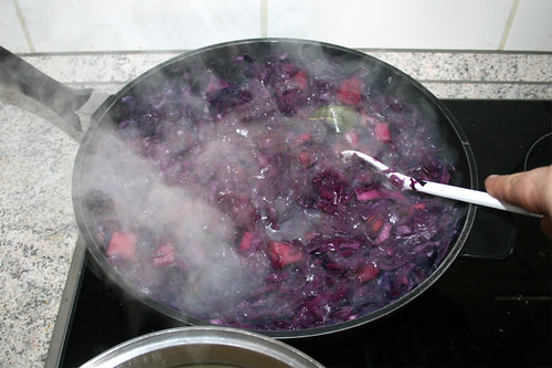 61 - Rotkohl zwischendurch umrühren / Stir red cabbage from time to time