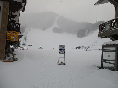 ただのスキー場だったので引き返した。