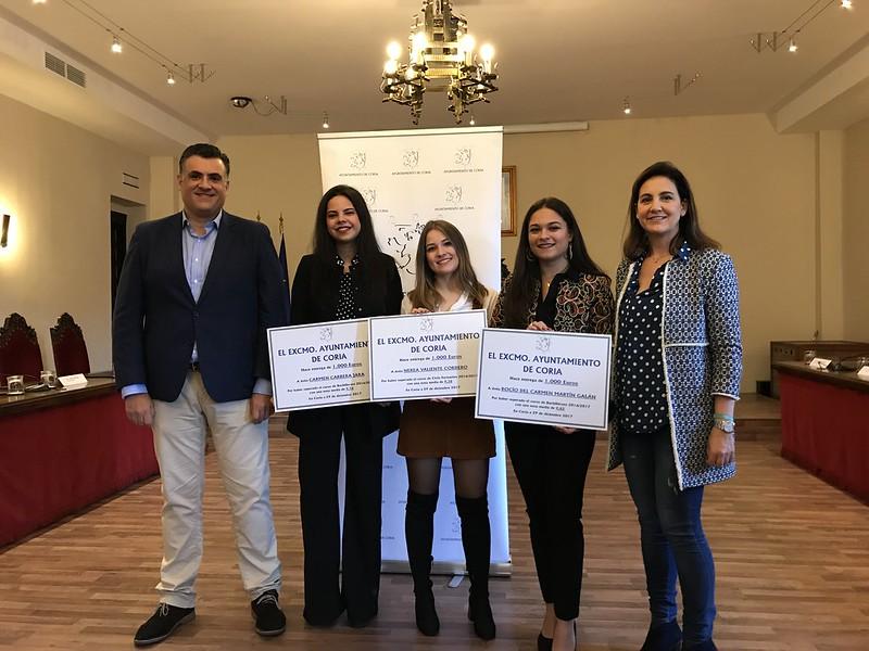 Carmen, Rocío y Nerea becadas con 1000 euros por conseguir los mejores expedientes académicos del curso 2016/2017