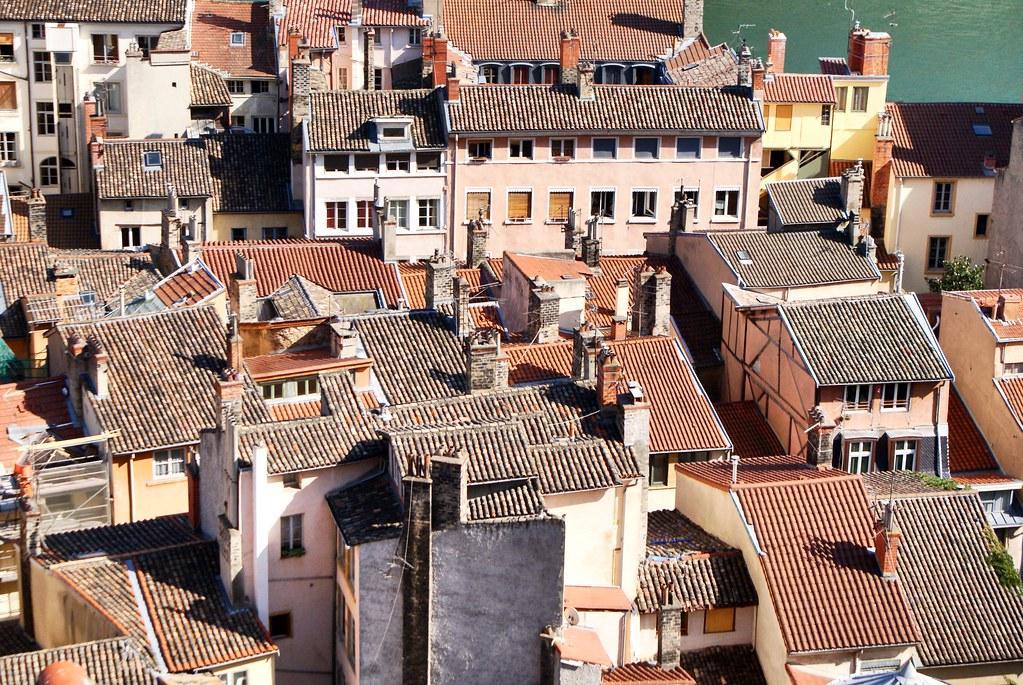 Toits disparates du quartier renaissance du Vieux Lyon.