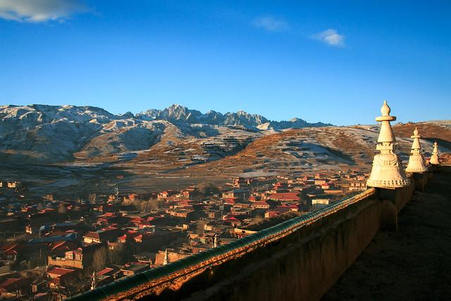 Garzê town view from Kandze Monastery カンゼゴンパから眺める甘孜の町