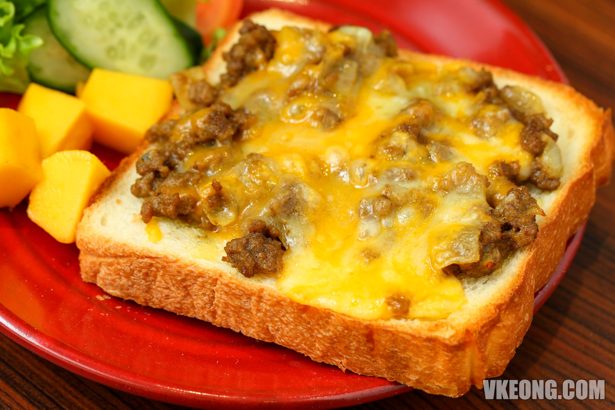 Hachi-Beef-Curry-Cheese-Toast-Sri-Hartamas
