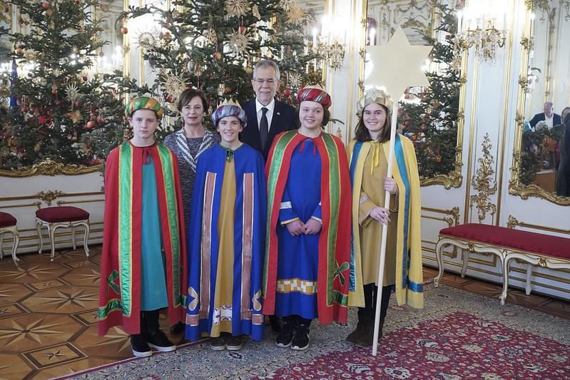 Sternsingergruppe der Pfarre Gerersdorf (St. Pölten) bei Bundespräsident Van der Bellen
