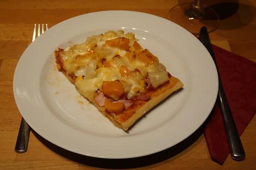 Schinken-Ananas-Ecke der Raclettereste-Pizza