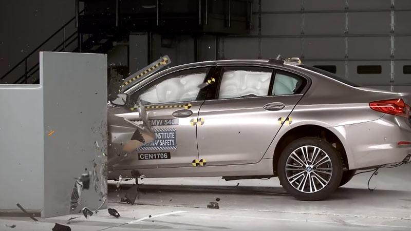 Untuk menyandang predikat mobil teraman diperlukan sejumlah tes