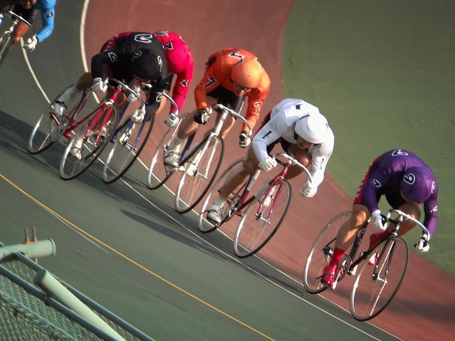 Full power. #brakeless #dropbars #bike #bicycle #bikelife #cycle #cycling #cyclelife #cyclesport #velodrome #trackbike #trackcycling #trackbikeporn #fixedgear #fixedgearbike #fixedgearbikeporn #narakeirin #keirin #sport #sportsphotography #njs #Nara #Japa