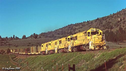 oregoncaliforniaeastern ocerailway oce railroads railroad trains loggingrailroad logtrain timberindustry klamathcounty klamathbasin shastacascadewonderland morrisonknudsen te5314e freighttrain