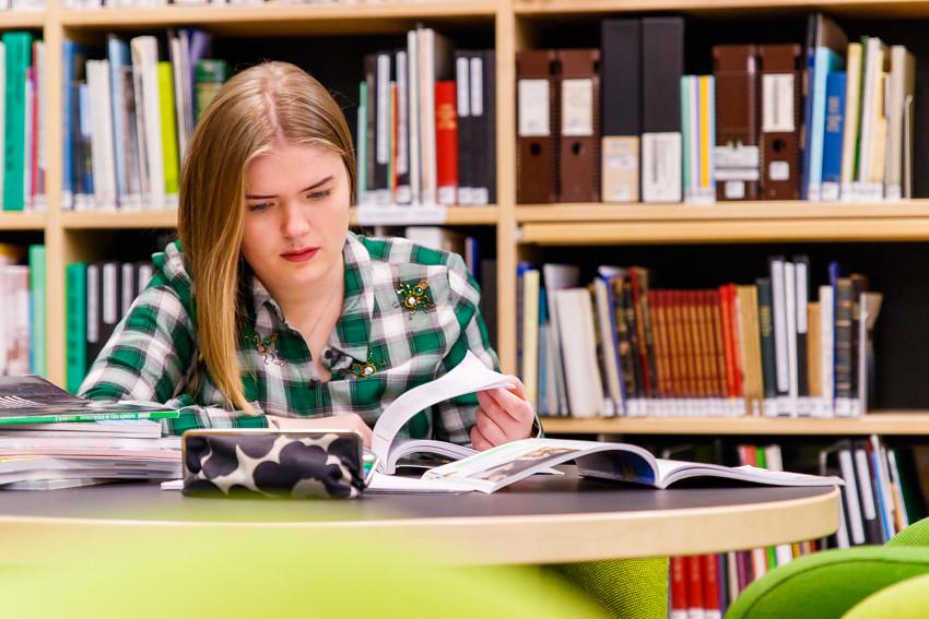 Opiskeluvinkkejä vinkkejä opiskeluun lukioon kirjoituksiin koeviikolle kokeisiin lukemiseen studying student-2406