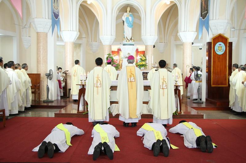Thánh Lễ Truyền Chức Linh Mục Giáo Phận Qui Nhơn - Ảnh minh hoạ 54