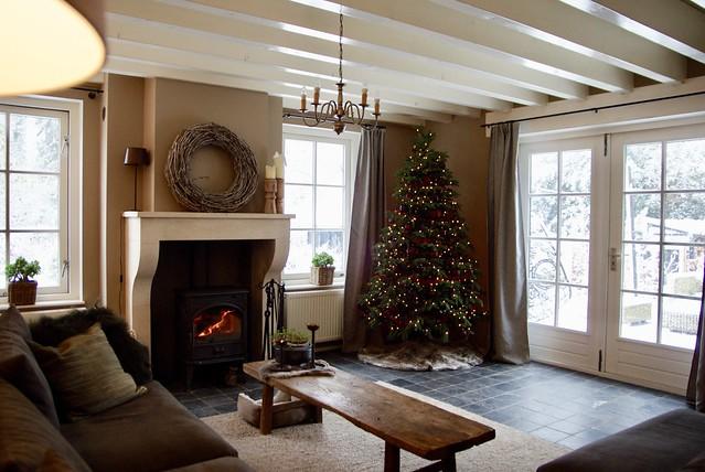 Woonkamer landelijke stijl kerstboom