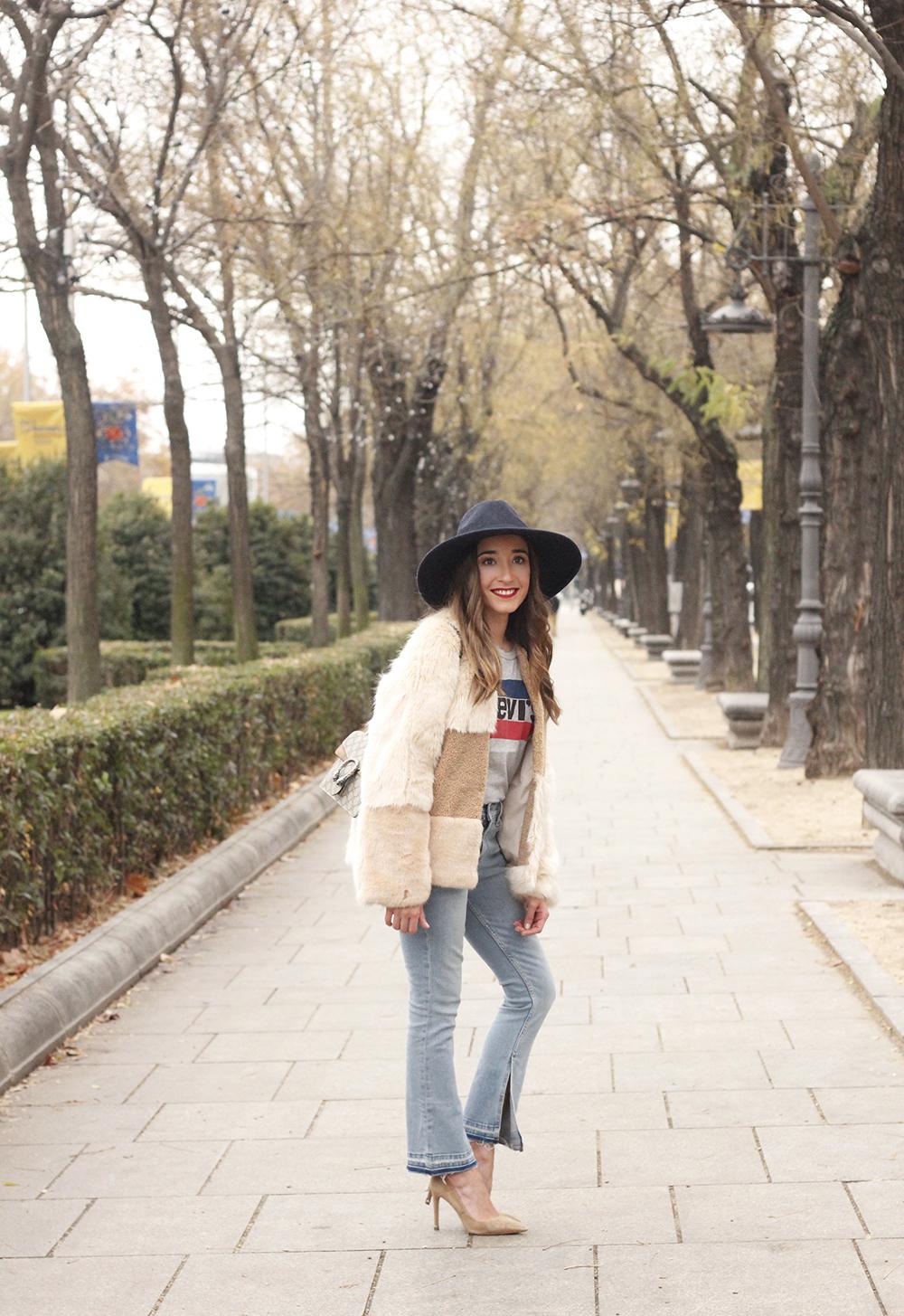 Beige faux fur coat zara blue hat nude heels jeans style fashion outfit winter 07