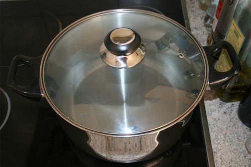 20 - Großen Topf mit Wasser aufsetzen / Bring big pot with water to a boil