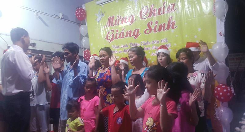 Hội Thánh Bình Dương - Giáng sinh có hơn 100 người tham dự có 6 người tin nhận Chúa (1)