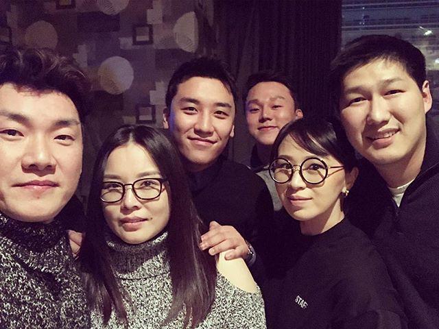 [Instagram] Bold Dorjsuren (bolddorjsuren) Сөүлд гэр бүл найзуудтайгаа бас Big Bang хамтлагийн дуучин Seungri ирж хамтда ... 2018-01-07