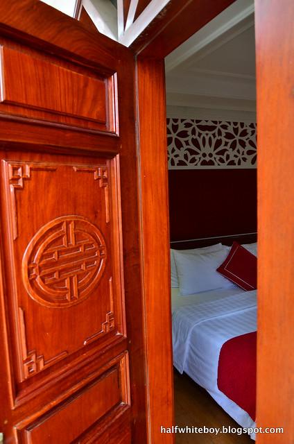 halfwhiteboy - la beaute de hanoi hotel vietnam 11
