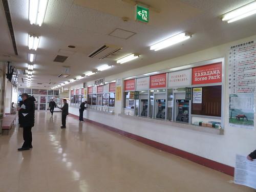 金沢競馬場の3階パドック側コンコース