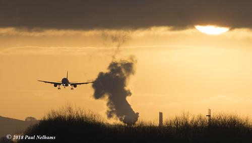 sunset aircraft landing geuyl airbus a320 britishairwaysba9160shannon airport