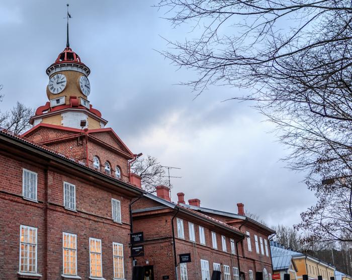 Fiskarsin Ruukki kotimaan matkakohde tornikellorakennus clock tower building pääkatu_