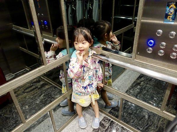 台中南屯住宿 雲河概念旅館 房型 休息住宿價格 宵夜早餐吃到飽 免費定點接駁 兒童遊戲區 大剖析 (74)