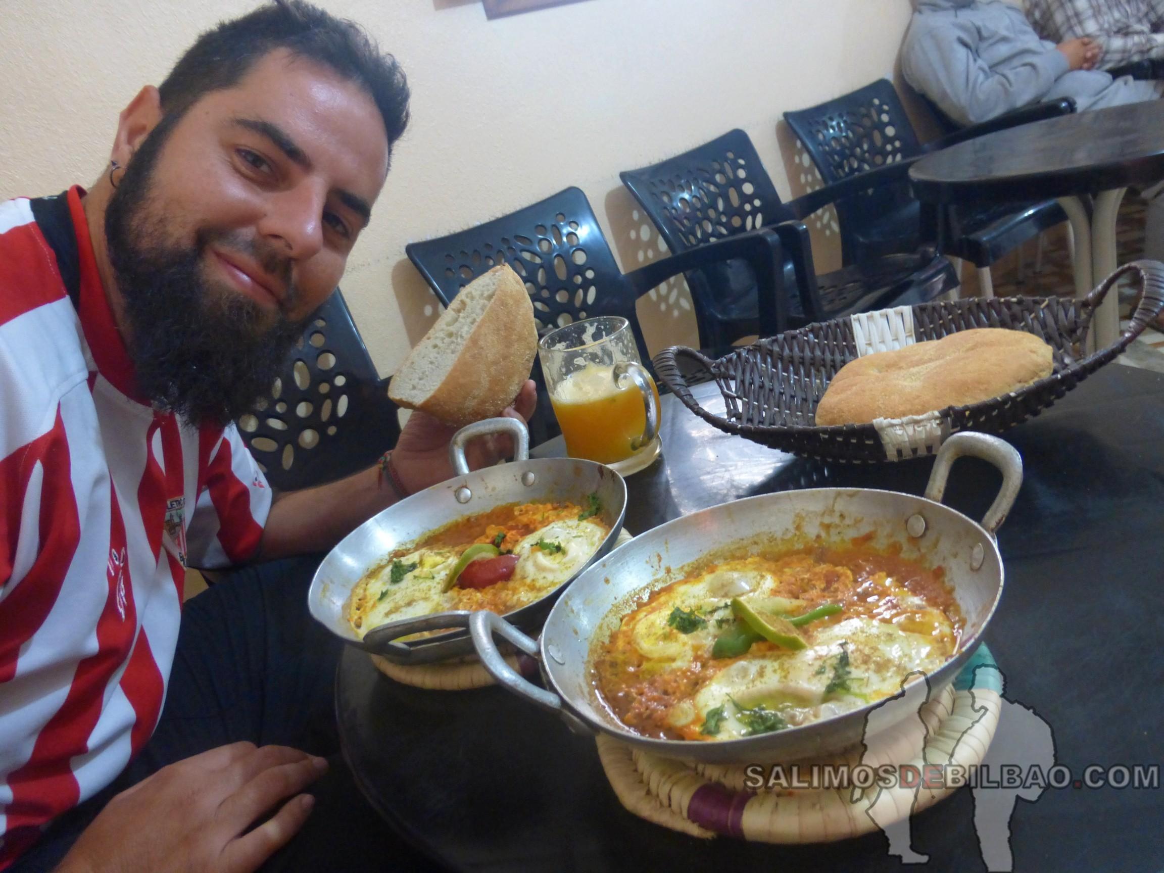 0147. Katz, desayuno de tortillas bereber, Dakhla