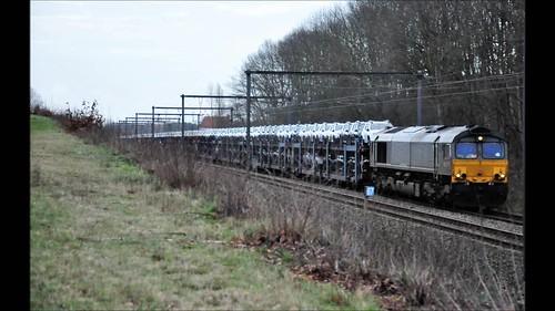 CR DE 6307 met Gefco autotrein beladen met Dacia Dusters