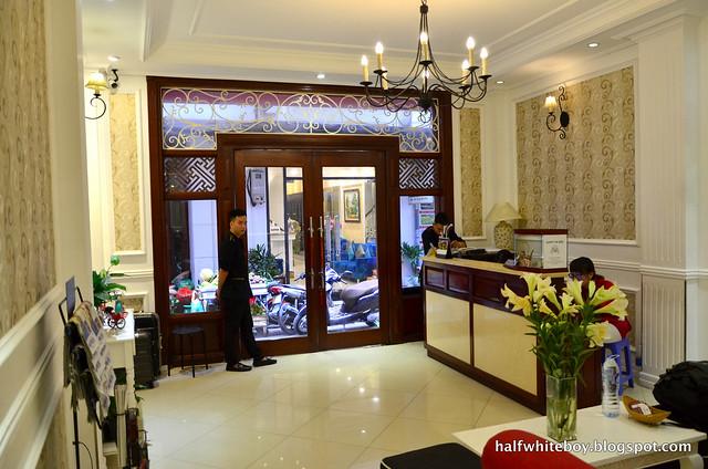 halfwhiteboy - la beaute de hanoi hotel vietnam 06