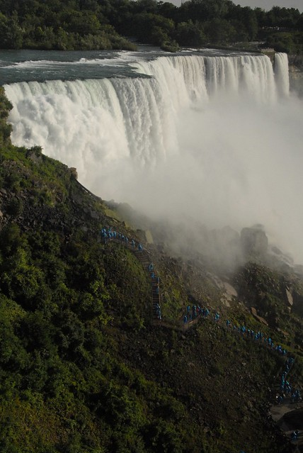 Niagara falls with people, Nikon D200, AF Zoom-Nikkor 28-80mm f/3.5-5.6D