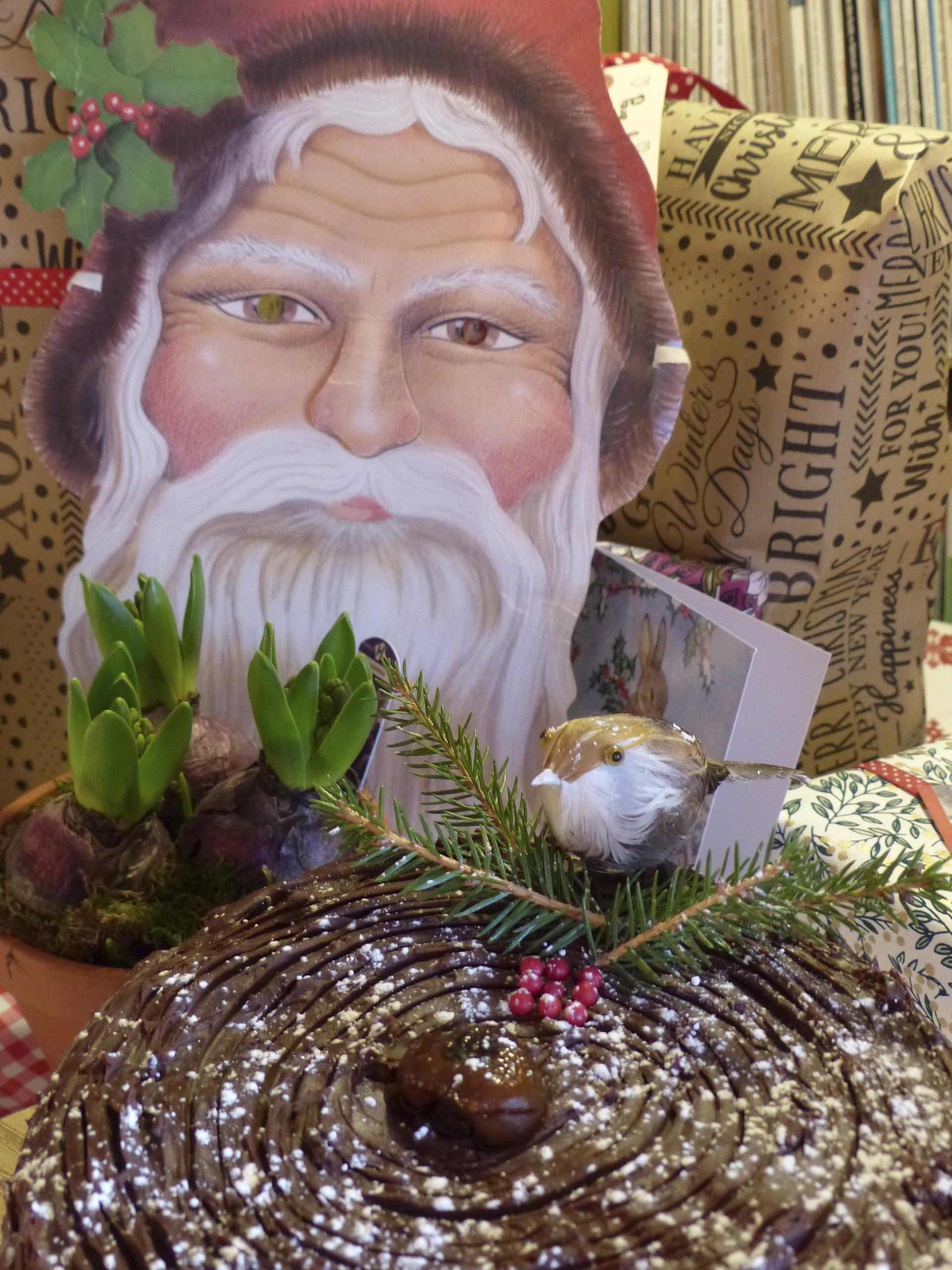 le père Noël et le gâteau