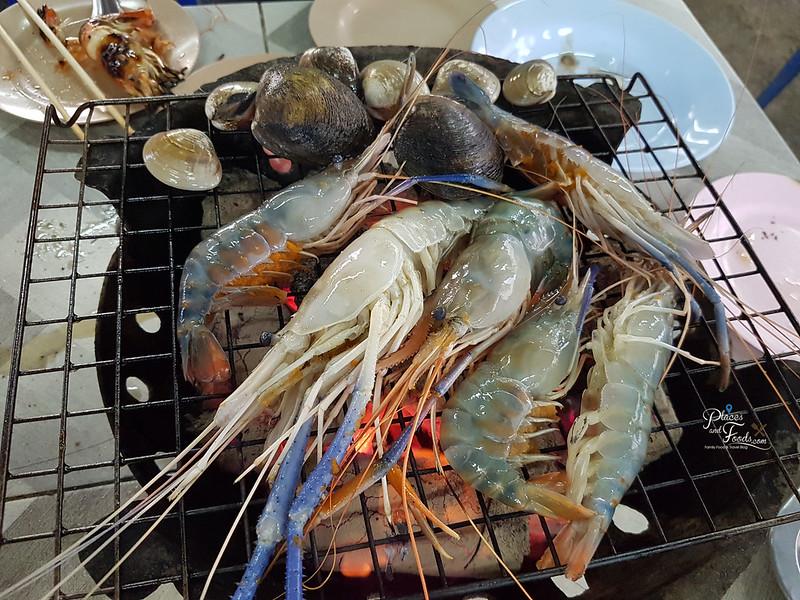 Rim Rua Kratha Ron Restaurant grilled prawns