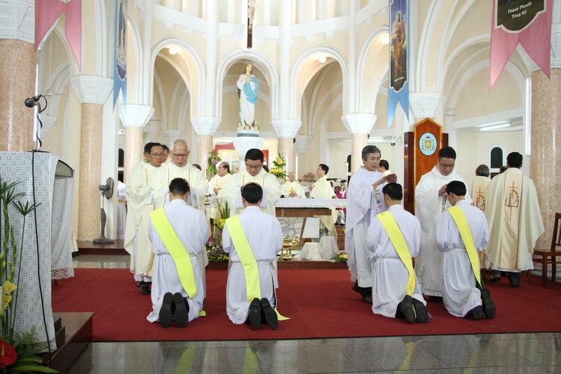 Thánh Lễ Truyền Chức Linh Mục Giáo Phận Qui Nhơn - Ảnh minh hoạ 72