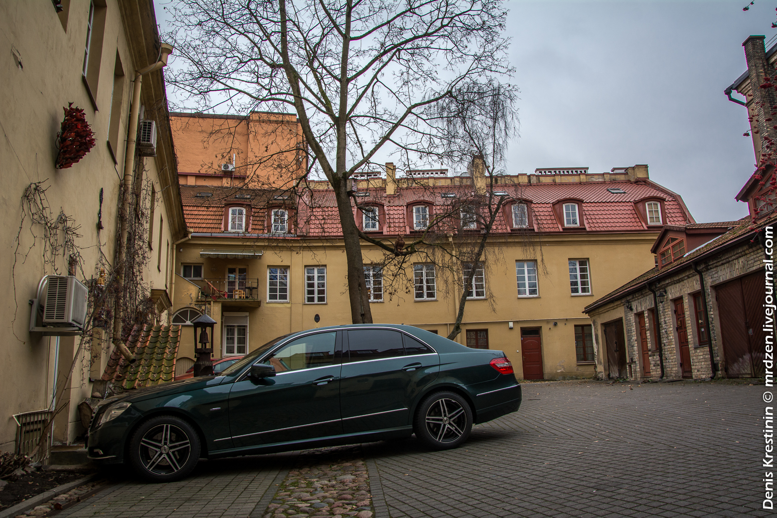 Вильнюс. Дворик в районе старого города.